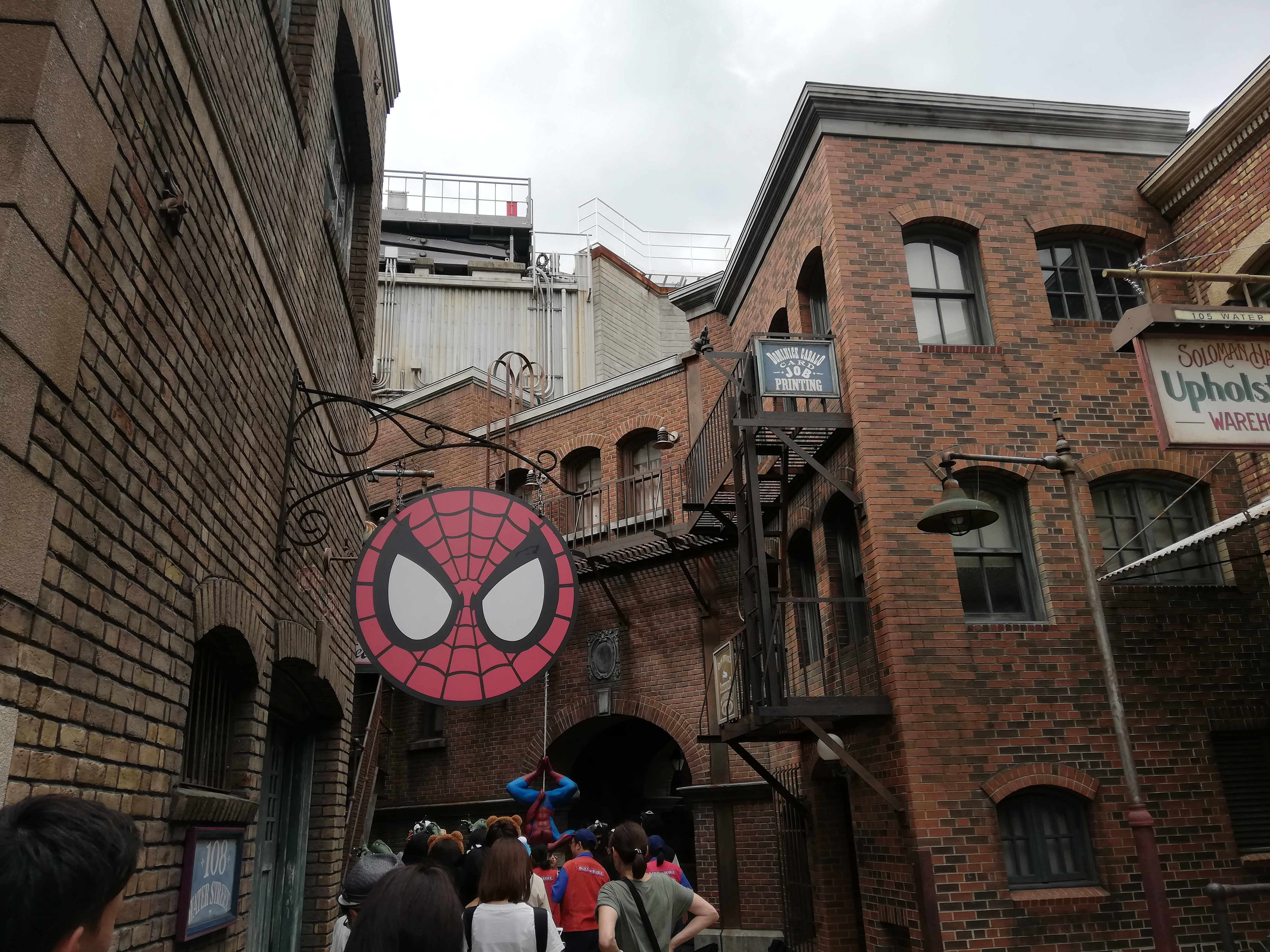 スパイダーマンと記念撮影